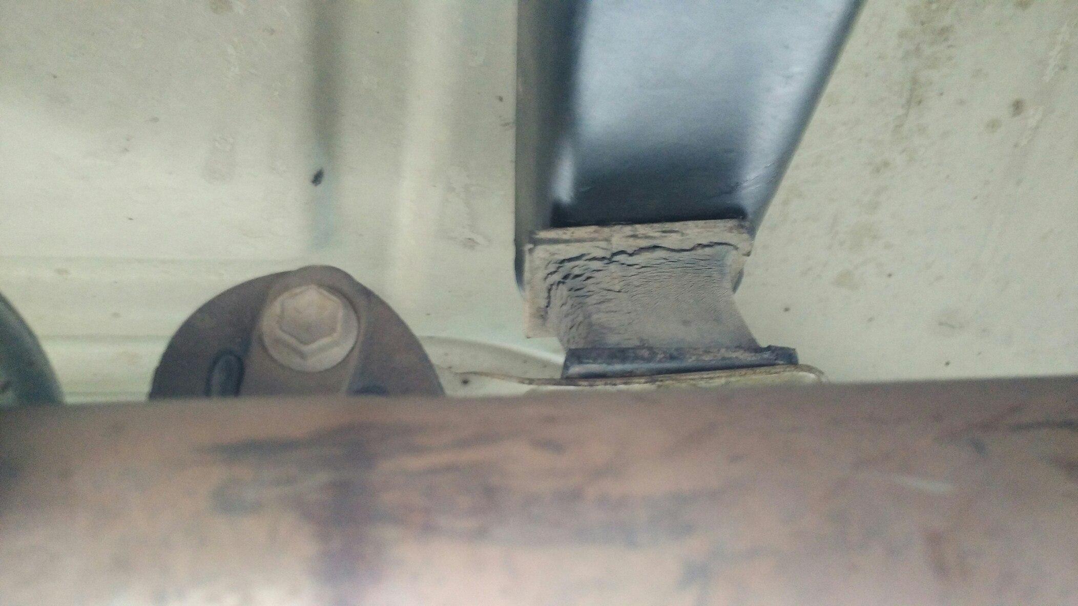 Раздатка отодвинулась на подушках из-за длинного пром кардана ja11