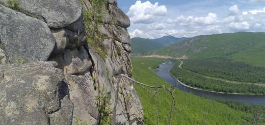 вид на анюй скалы нагде